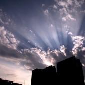 雲の間の 大きな斜光