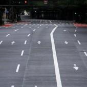 車、歩行者 誰もいない 靖国通り