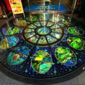 「エスポートミズノ」エントランス床のステンドグラス
