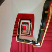 「山の上ホテル」の螺旋階段