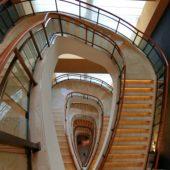ホテル「ザ・ペニンシュラ東京」の螺旋階段